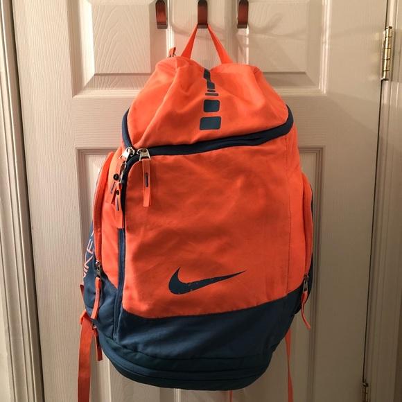 66dff79ca1b Nike Air Elite Hoops Basketball Team Gym Backpack.  M 5ad582759d20f05bf0e86efd